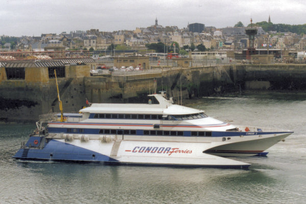 Saint-Malo (2000) - Condor 9 in the outer port